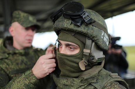 Kham pha bo quan trang Ratnik moi cua binh si Nga - Anh 5