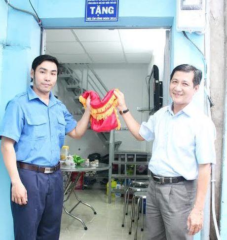 """Trao """"Mai am Cong doan"""" cho doan vien kho khan - Anh 1"""