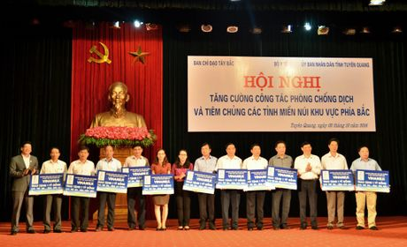 Vinamilk trao 11 ty dong cho cac tinh Tay Bac - Anh 1
