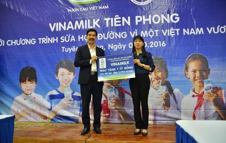 Vinamilk trao 11 ty dong cho cac tinh Tay Bac - Anh 3