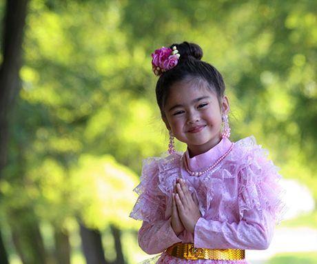 Khong ngo sau 3 nam, thien than nhi Thai Lan tung gay bao mang da lon den vay - Anh 5