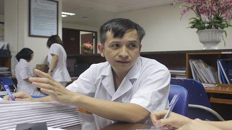 """Xot thuong be trai 3 tuoi bi diec bam sinh, mac benh """"ua chay mau"""" - Anh 3"""
