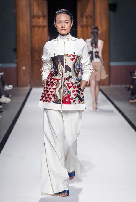 Thanh Thao Next Top sai buoc tren san dien Paris Fashion Week - Anh 1