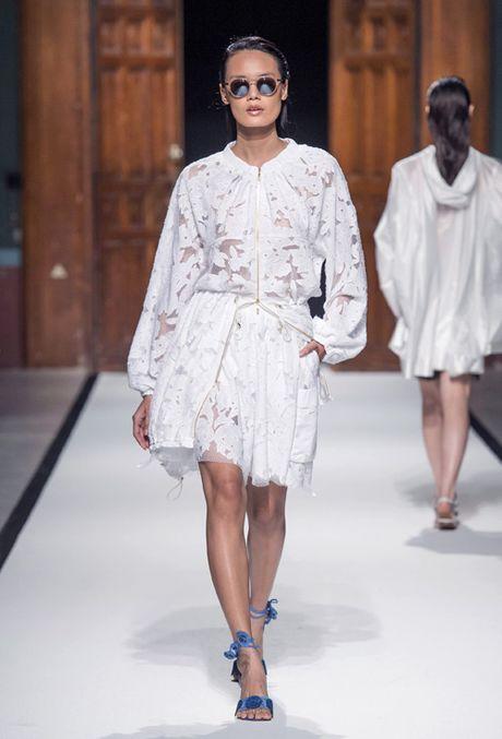 Thanh Thao Next Top sai buoc tren san dien Paris Fashion Week - Anh 2