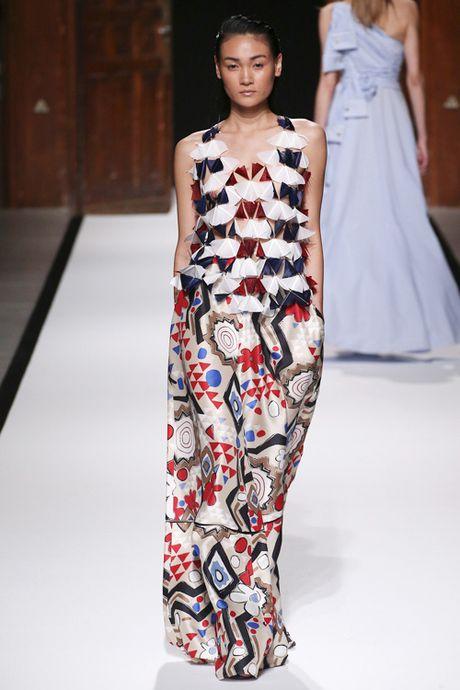 Thanh Thao Next Top sai buoc tren san dien Paris Fashion Week - Anh 4