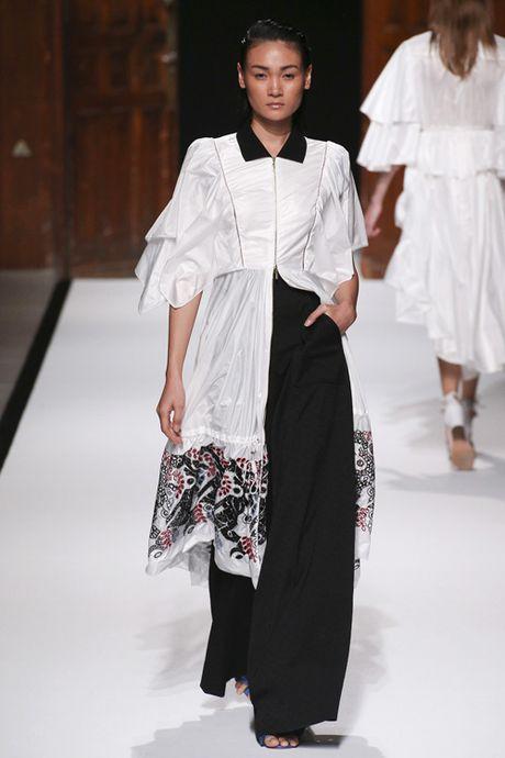 Thanh Thao Next Top sai buoc tren san dien Paris Fashion Week - Anh 5