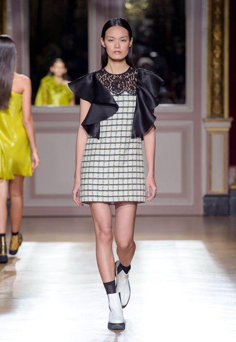 Thanh Thao Next Top sai buoc tren san dien Paris Fashion Week - Anh 6
