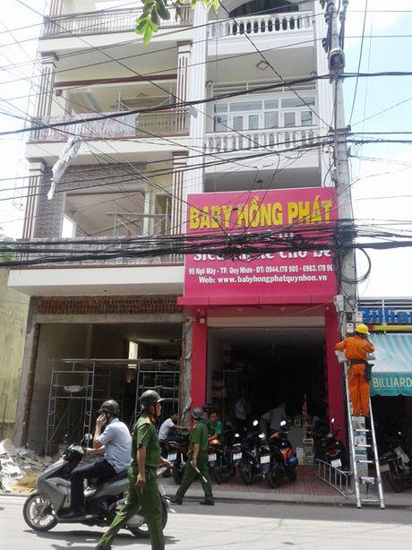 De thang cham vao dien, 3 cong nhan bong nang - Anh 1