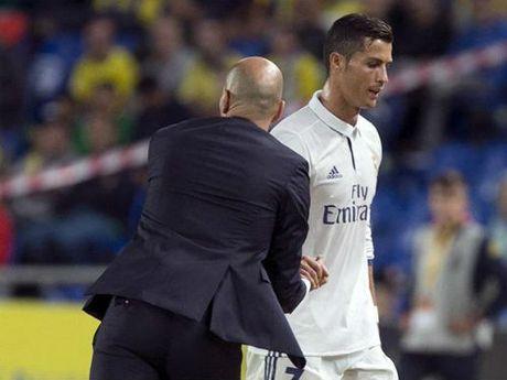 "James theo Ronaldo ""bat"" Zidane, Real dai loan - Anh 2"