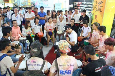 Qua tang cho tin do yeu nhac tai showroom nhac cu lon nhat Viet Nam - Anh 3