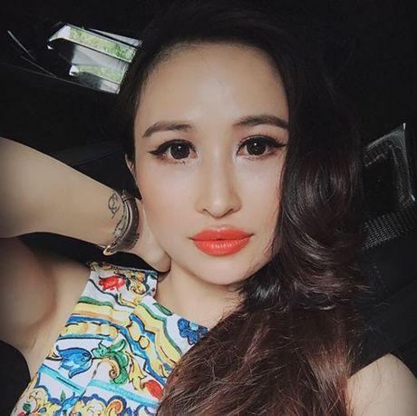 Vo Minh Nhua song nhu the nay ke tu khi duoc chong don ve tu san bay sau lan bo nha di - Anh 13