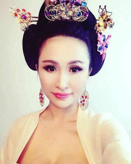 Vo Minh Nhua song nhu the nay ke tu khi duoc chong don ve tu san bay sau lan bo nha di - Anh 5