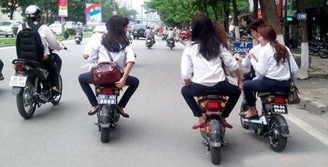 Nhung loi nguoi di xe may, xe dap dien thuong vi pham - Anh 1