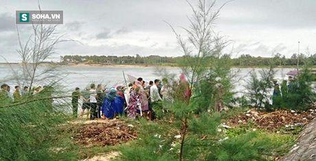Quang Binh: Mot cong an chet bat thuong ben bai bien - Anh 1
