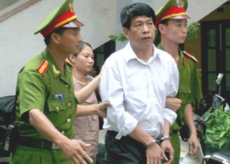 'Con bac trieu do' Bui Tien Dung duoc tam dinh chi chap hanh an tu - Anh 1