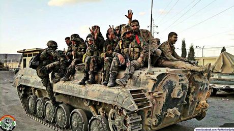 Chien su ac liet, quan doi Syria canh bao nguoi dan roi khoi Aleppo - Anh 1