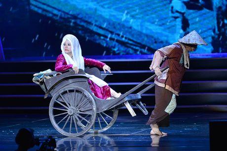 Xuan Hinh khien khan gia cuoi roi nuoc mat trong liveshow - Anh 1