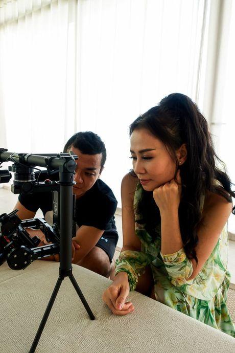 Nin tho suot 6 phut voi MV kinh di dau tien cua Thu Minh - Anh 10