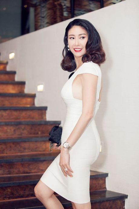 Thu Minh, Ha Ho dien style quy toc den chuc mung Linh Nga - Anh 16