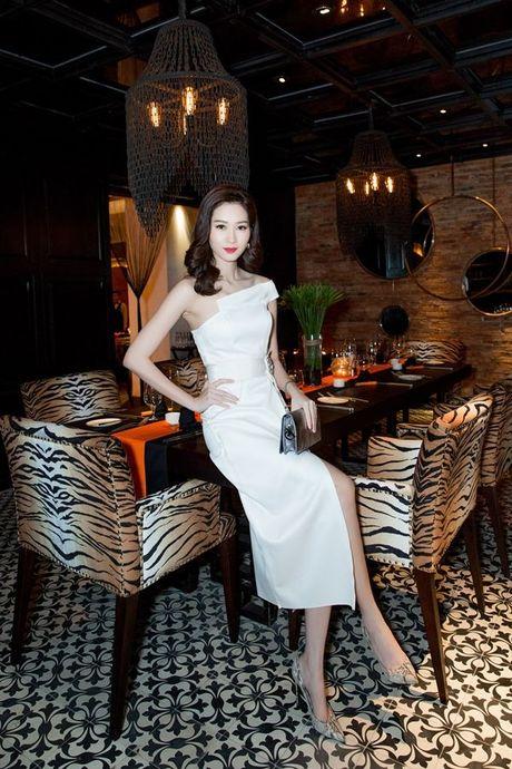 Thu Minh, Ha Ho dien style quy toc den chuc mung Linh Nga - Anh 7
