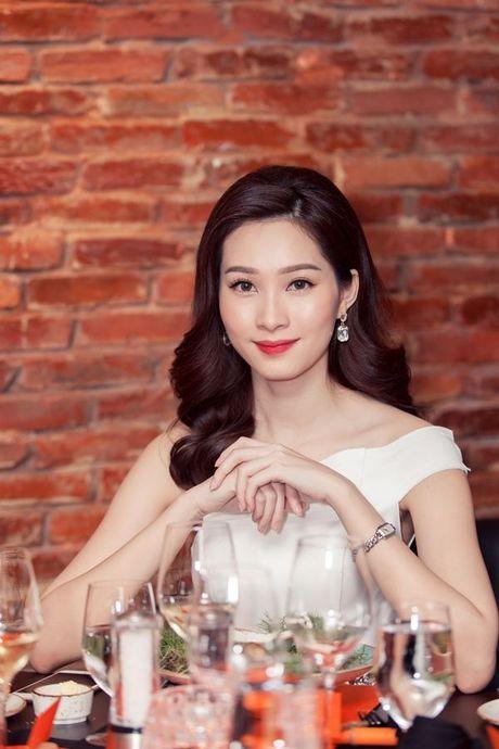 Thu Minh, Ha Ho dien style quy toc den chuc mung Linh Nga - Anh 8