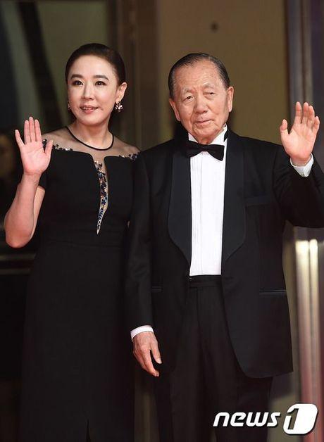 'Thai tu' Isaac dep trai hut hon giua dan sao Han tren tham do Lien hoan phim quoc te Busan - Anh 14