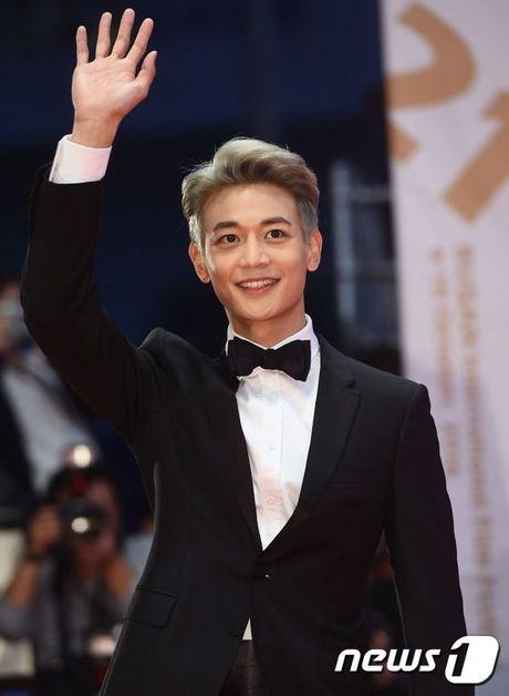 'Thai tu' Isaac dep trai hut hon giua dan sao Han tren tham do Lien hoan phim quoc te Busan - Anh 9