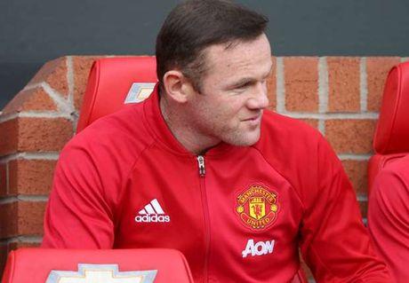 Rooney tu nguyen 'mai dung quan' tren ghe du bi - Anh 1