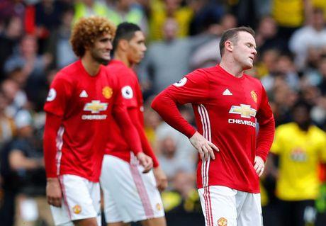 Rooney tu nguyen 'mai dung quan' tren ghe du bi - Anh 2