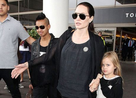 Angelina Jolie va con phai dieu tri tam ly sau vu ly hon - Anh 1