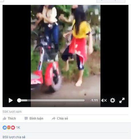 Dang lam ro clip hai nu sinh Hue danh ban giua duong - Anh 2