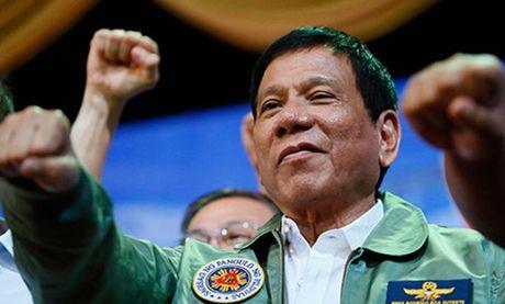 Tong thong Philippines Duterte duoc tin nhiem cao - Anh 1