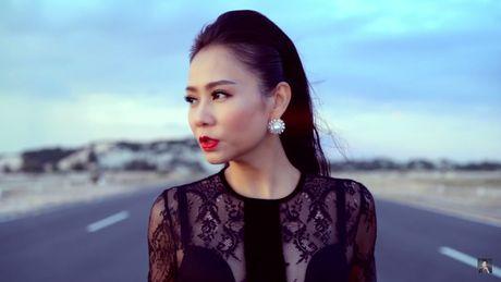 Thu Minh bieu cam hai sac thai doi lap trong MV moi - Anh 1