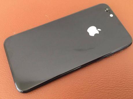 iPhone 6 do vo Jet Black, logo phat sang tai Viet Nam - Anh 1