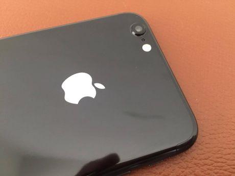 iPhone 6 do vo Jet Black, logo phat sang tai Viet Nam - Anh 3