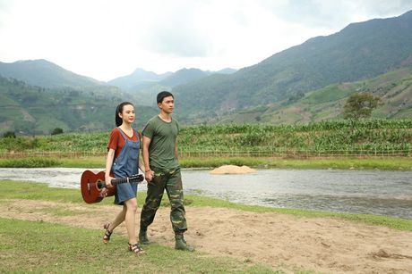 Angela Phuong Trinh hanh phuc nam tay 'nguoi tinh' Vo Canh - Anh 10
