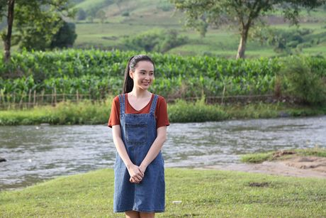 Angela Phuong Trinh hanh phuc nam tay 'nguoi tinh' Vo Canh - Anh 2