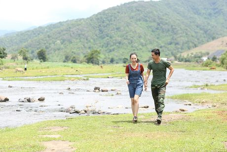 Angela Phuong Trinh hanh phuc nam tay 'nguoi tinh' Vo Canh - Anh 4