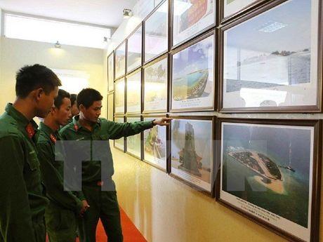 Trung bay tu lieu, hien vat ve Hoang Sa va Truong Sa cua Viet Nam - Anh 1