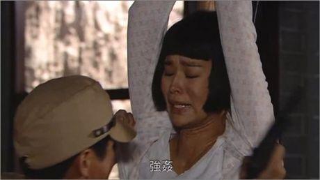 Khan gia buc xuc vi my nhan Hoa dong 3 canh bi cuong buc lien tiep - Anh 2