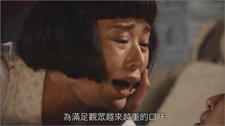 Khan gia buc xuc vi my nhan Hoa dong 3 canh bi cuong buc lien tiep - Anh 3