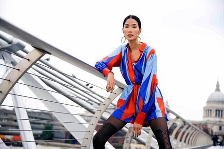 Hoang Thuy sexy, pho dien dang cap chan dai mien man - Anh 3