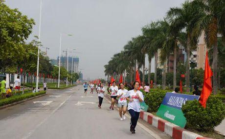 Sang ngay 9-10: Chung ket Giai chay Bao Hanoimoi mo rong lan thu 43 - Anh 1