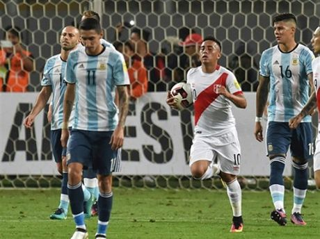 Chum anh: Argentina gay that vong trong luc Messi di xem phim - Anh 7