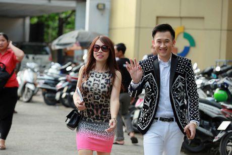 Em gai ruot Hoai Linh ve nuoc ho tong Duong Trieu Vu di lam giam khao - Anh 1