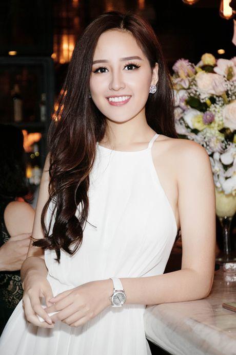 Chua voi lay chong, Mai Phuong Thuy van tu tin dien 'bo canh' goi cam nay - Anh 2