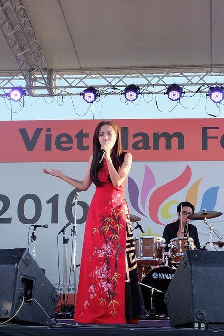 Phuong Ly gay an tuong khi mac ao dai duyen dang tai Nhat Ban - Anh 4