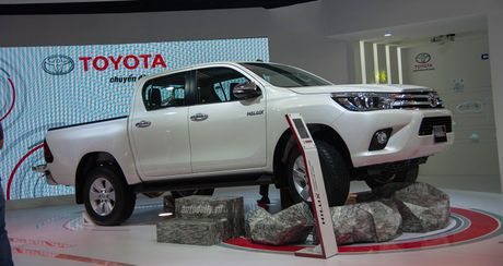 Toyota Hilux nang cap dong co, them 2 mau moi - Anh 1