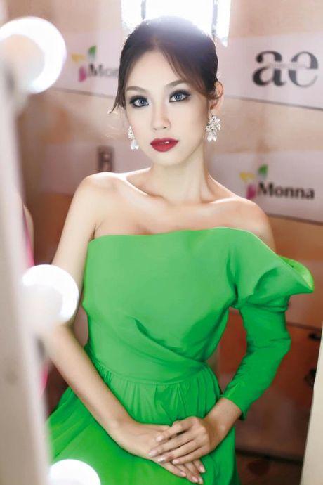 Ngam nhan sac nhung thi sinh 'dem chuong di danh xu nguoi' nam 2016 - Anh 4