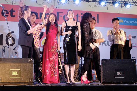 Em gai Phuong Linh ca tinh voi ao dai cach dieu - Anh 4